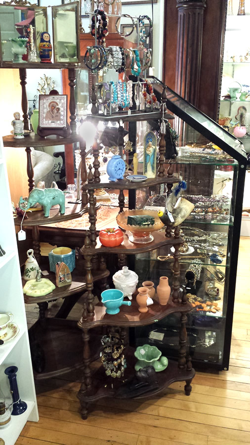 Paris Antiques & Gifts